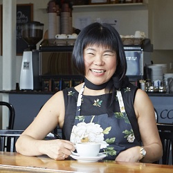 Cafe@VickyOne:  Sunny with a smile