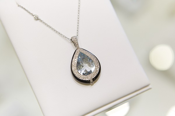Sanders Jewellers sapphire necklace